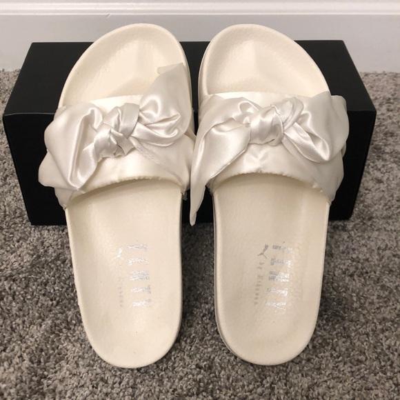 online store b6369 5de03 FENTY by Rihanna Bow Slides - Size 7.5 Women